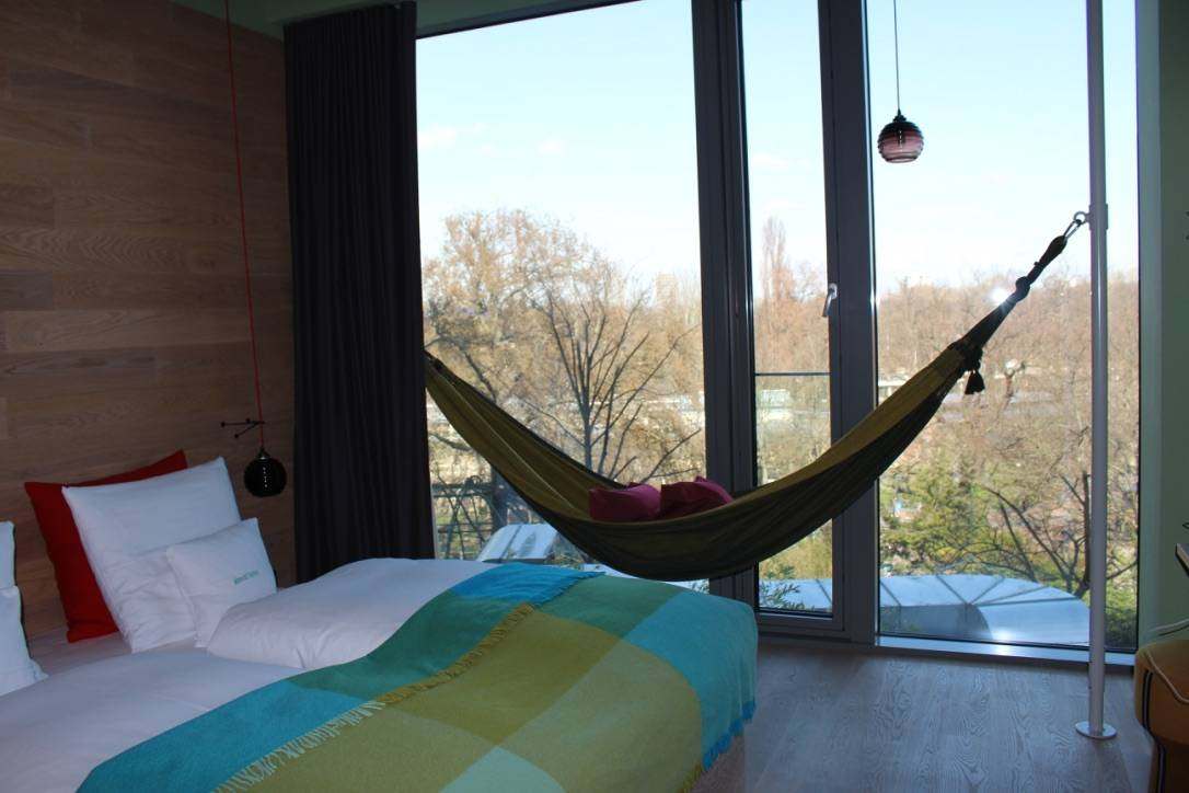 25 Hours Hotel Berlin - Jungle View room with a hammock