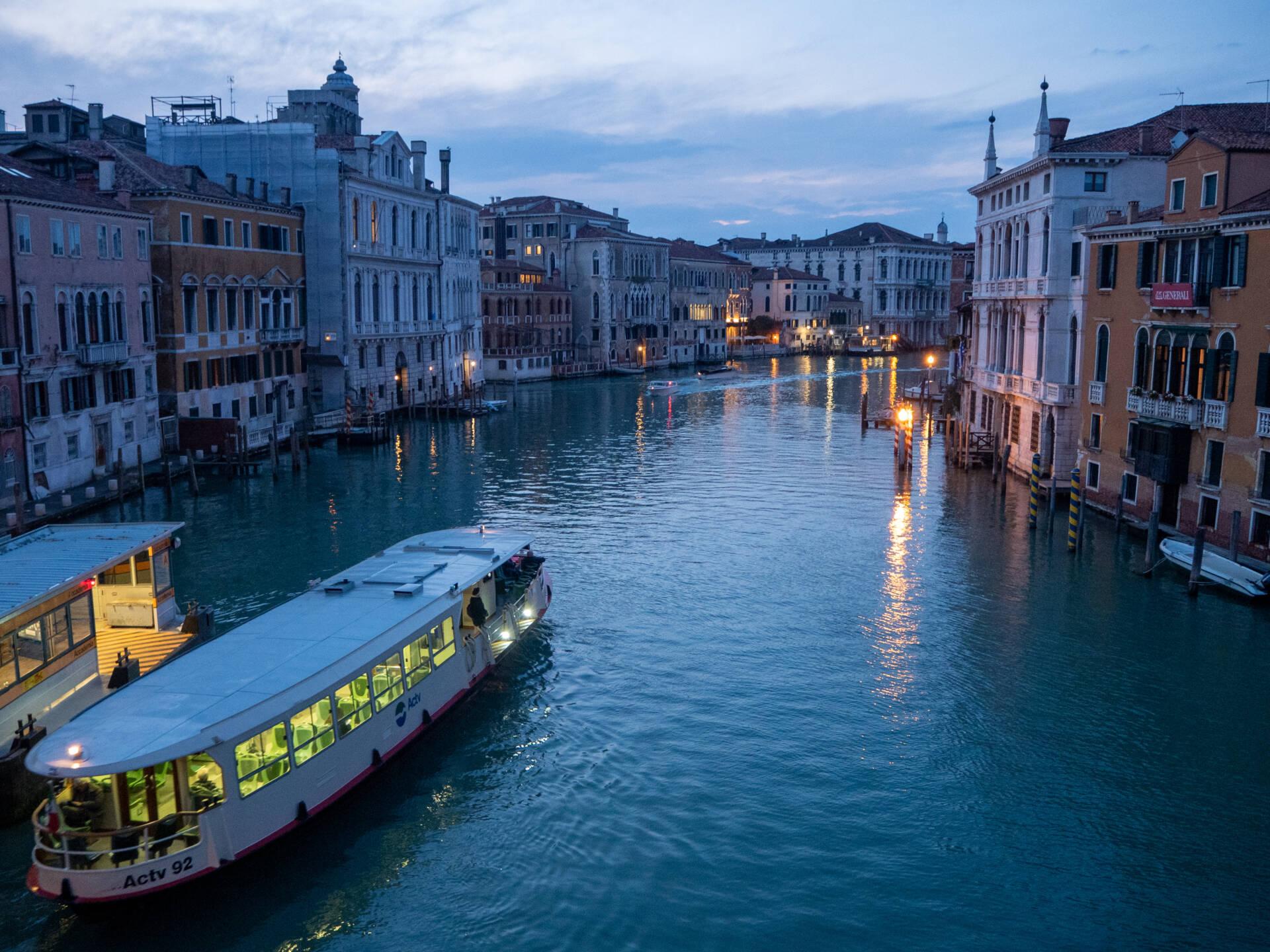 Venice on a budget - vaporetto